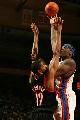图文:[NBA]开拓者胜尼克斯 库里篮下勾手