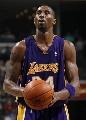 图文:[NBA]湖人胜灰熊 科比罚球出手
