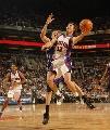 图文:[NBA]太阳胜国王 纳什快攻上篮