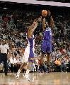 图文:[NBA]太阳胜国王 索蒙斯三分出手