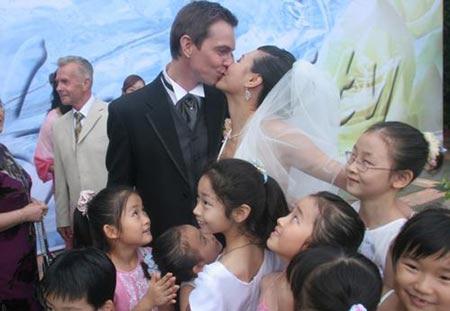 婚礼上深情一吻
