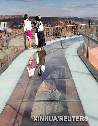 惊天U型玻璃走廊鸟瞰美国大峡谷