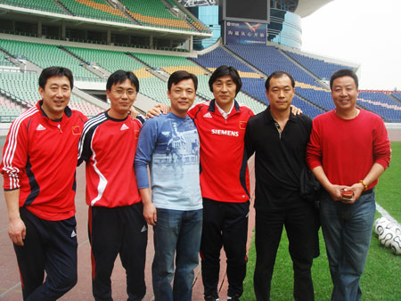 图片合影从左到右:张鹏、郭炳颜、郑雄、贾秀全、张宁、王军