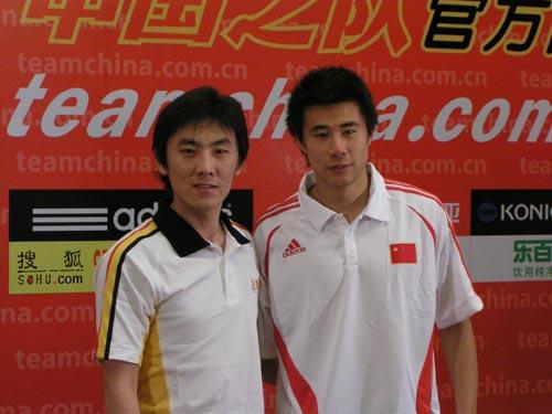 图文:[访谈]中国队加油 像兄弟俩?