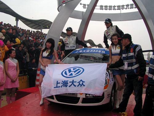 图文:上海金山拉力赛 韩寒在发车仪式上