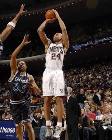 图文:[NBA]魔术胜篮网 杰弗逊后仰跳投