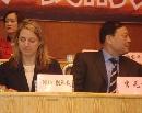 图文:[CBA]NBA副总裁观战 海蒂-尤伯罗斯与李元伟