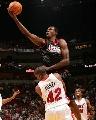 图文:[NBA]76人93-85热火 戴勒姆博特挑篮