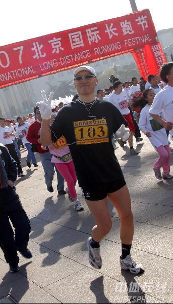 图文:倒计时500天北京国际长跑节 轻松起跑