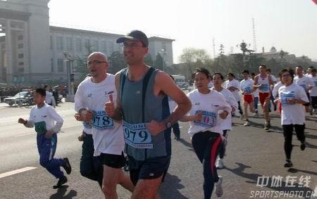 图文:倒计时500天北京国际长跑节 老外来参加