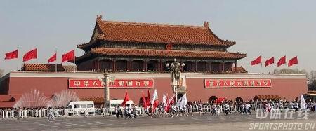 图文:倒计时500天北京国际长跑节 经过天安门