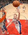 图文:[NBA]快船胜奇才 卡曼轻松上篮