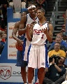 图文:[NBA]快船胜奇才 布兰德拥抱哈特