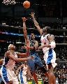 图文:[NBA]快船胜奇才 贾米森抛射