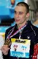 图文:男子十米台颁奖 加尔佩林展示金牌
