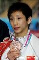 图文:男子十米台颁奖 林跃的表情稍显无奈