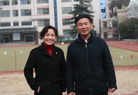 上海外国语大学附属大境中学校长姚晓红(左)