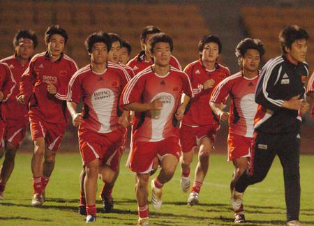澳门体育场_图】2002年澳门运动场中国vs葡萄牙队_2002