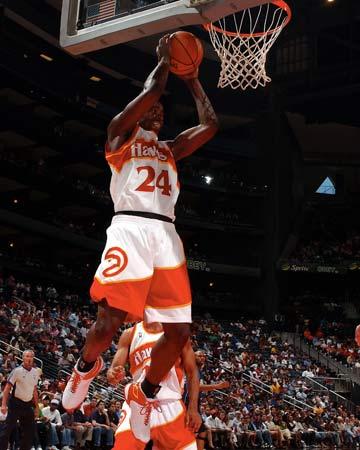 威廉姆斯抓篮板