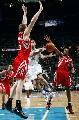 图文:[NBA]火箭VS黄蜂 帕科突破分球