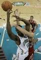 图文:[NBA]火箭负黄蜂 姚明阻击阿姆斯特朗