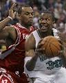 图文:[NBA]火箭负黄蜂 韦斯特单打海耶斯