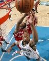 图文:[NBA]火箭负黄蜂 海耶斯阻击韦斯特