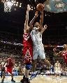 图文:[NBA]火箭负黄蜂 钱德勒内线勾手