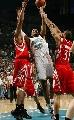图文:[NBA]火箭负黄蜂 韦斯特内线勾手