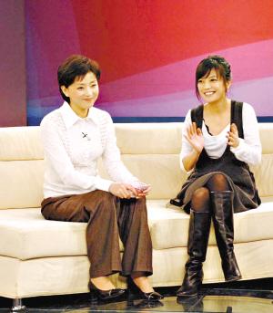赵薇与杨澜聊得很开心