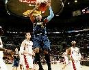 图文:[NBA]掘金胜骑士 安东尼篮下怒扣