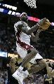图文:[NBA]掘金胜骑士 小皇帝篮下进攻