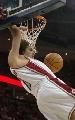 图文:[NBA]掘金胜骑士 瓦莱荞双手怒扣