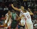 图文:[NBA]火箭VS雄鹿 里德带球突破