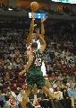图文:[NBA]火箭VS雄鹿 麦迪后仰三分