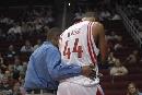 图文:[NBA]火箭VS雄鹿 海耶斯受伤下场