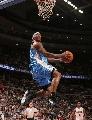 图文:[NBA]活塞胜掘金 J.R史密斯飞身背扣