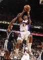 图文:[NBA]太阳胜灰熊 小霸王强行上篮