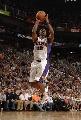 图文:[NBA]太阳胜灰熊 拉加-贝尔快攻投篮