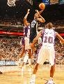 图文:[NBA]太阳胜灰熊 盖伊轰天炮式扣篮
