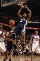 图文:[NBA]太阳胜灰熊 约翰逊篮下怒扣