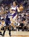图文:[NBA]太阳胜灰熊 纳什突破助攻