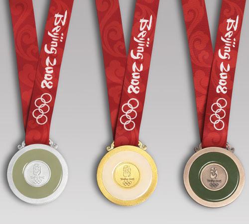 图文:北京奥运奖牌设计公布 奖牌背面长挂带