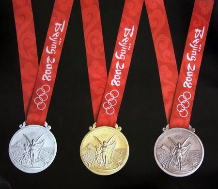 图文:2008年奥运会奖牌公布 金银铜奖牌正面