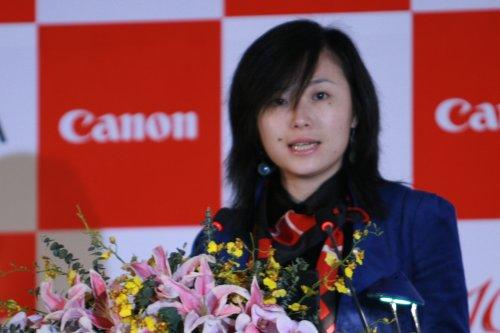 佳能中国信息消费产品部企划科副主任翟弘超女士介绍新产品