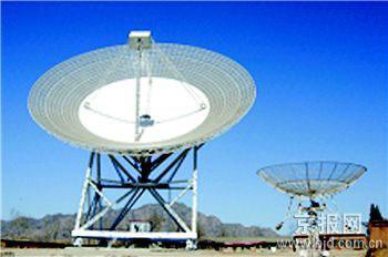 图一:北京密云的50口径天线地面站,将承担嫦娥1号科学探测数据的接收任务