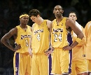 图文:[NBA]湖人负灰熊  湖人众将很茫然
