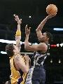 图文:[NBA]湖人负灰熊  鲁迪盖伊高手上篮