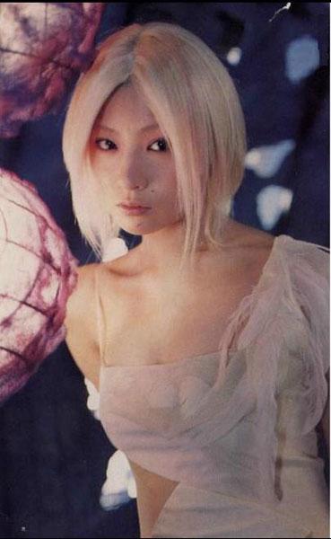 金髪ミディアムヘアの椎名林檎