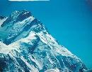 南迦帕尔巴特峰陡峭的山脊